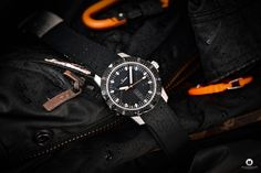 The Sinn 105 St Sa promises highest functionality as a classic tool watch with reduced design. My very first Sinn watch in this review! Sinn Watch, Technology Photos, Watch Blog, Watches Photography, Online Sales, Omega Watch, Sporty, Classic, Design