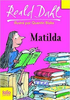 Avant même d'avoir cinq ans, Matilda sait lire et écrire, connaît tout Dickens, tout Hemingway, a dévoré Kipling et Steinbeck. Pourtant son existence est loin d'être facile entre une mère indifférente, passionnée de loto, abrutie par la télévision et un père d'une franche malhonnêteté. Sans oublier Mademoiselle Legourdin, la directrice de l'école, personnage redoutable qui voue à tous les enfants une haine implacable.