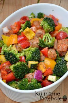 Pierś kurczaka z piekarnika z warzywami - obiad w 15 minut Healthy Salads, Healthy Eating, Diet Recipes, Healthy Recipes, Polish Recipes, Food Hacks, Food And Drink, Nutrition, Lunch