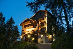 Die schönsten und speziellsten Schweizer Hotels, Herbergen und Hütten Style At Home, Bed & Breakfast, Das Hotel, Hotels, Mansions, House Styles, Home Decor, Forest House, Double Room