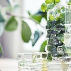 Design verde in casa: dall'arredo al terrazzo tutto sull'uso del green. Marimekko, Green Table, Classic House, Soft Classic, Interior Accessories, Beautiful Kitchens, Terrazzo, Home Collections, Ideal Home