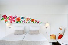 Room 822 Style: floral Artist: Fernanda Uribe (Mexican) Academia di Belli Arti, Milano