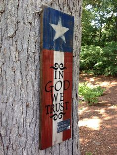 American Flag / In God We Trust sign Outdoor Sealed Americana Crafts, Patriotic Crafts, July Crafts, Summer Crafts, Patriotic Room, Patriotic Party, Holiday Crafts, Pallet Crafts, Pallet Art