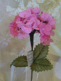 flower Source by aytenkocabasozc Diy Flowers, Crochet Flowers, Crochet Unique, Needle Lace, Lace Making, Bead Crochet, Embroidery Stitches, Needlework, Weaving