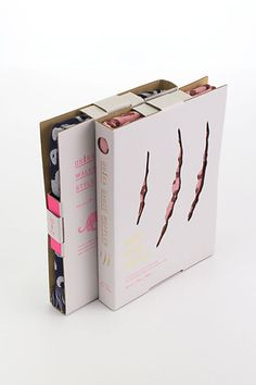 Book-Shaped Scarf Packaging - The Osaka Gauze Mufflers are Protected by Cardboard Sleeves (GALLERY)