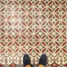 This classic #pattern is from a bike repair shop in el Raval. The building is from 1888... The #tiles? Not so sure... #TileAddiction
