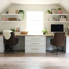 Helvetica Leather Office Chair – Home office design layout Guest Room Office, Home Office Space, Home Office Design, Home Office Decor, House Design, Home Decor, At Home Office Ideas, Office Inspo, Bedroom With Office