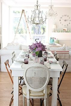 Great table setting and lamps