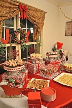 Red and Green Christmas Party - The Cards We Drew Dessert Party, Party Food Buffet, Party Food Platters, Brunch Buffet, Party Desserts, Dessert Tables, Party Recipes, Appetizer Recipes, Buffet Tables