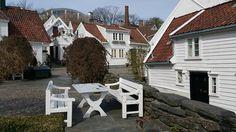 En Gamla Stavanger el viejo #Stavanger. Una de las aldeas de madera más bellas de los #FiordosNoruegos @visitnorway_es #Noruega by paconadal