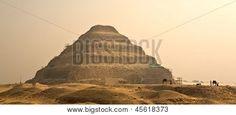 La pirámide escalonada de Zoser en Egipto, famoso, hito