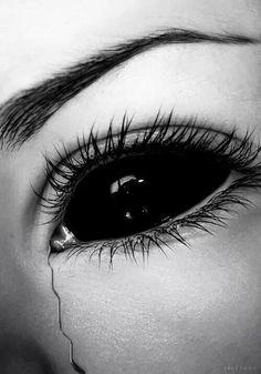Horror, Music and all things dark and creepy. Dark Art Drawings, Pencil Art Drawings, Art Drawings Sketches, Black Vampire, Vampire Eyes, Demon Eyes, Arte Obscura, Eye Art, Dark Fantasy