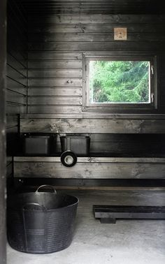 Some type of gray or black stained pine. Gives the sauna a Driftwood look Lakeside Cottage, Beach Cottage Style, Portable Sauna, Outdoor Sauna, Sauna Design, Finnish Sauna, Summer Cabins, Spa Rooms, Antigua