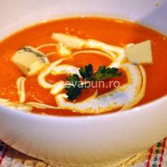 Supă cremă de roșii cu ardei copt și gorgonzola