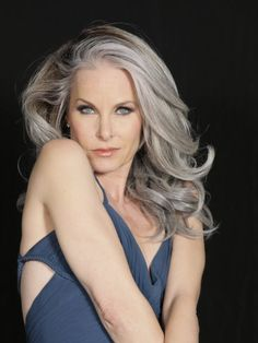 Monique Parent - sassy as a redhead (yay redheads!) but absolutely STUNNING in silver! Long Gray Hair, Silver Grey Hair, Silver Haired Beauties, Salt And Pepper Hair, Beautiful Old Woman, Ageless Beauty, Going Gray, Sexy Older Women, Hair Dos