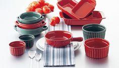 #オーブン料理 が好きな方には便利なアイテムご紹介します♪   テーブルに置いて美しい、#イタリア製 の #直火にも使えるオーブンウェアです。   深みのある赤と緑のカラー展開が、イタリアの温かみを感じさせます。  保温性も高く、お料理も冷めにくいです。   #パーティー にも大活躍の #オシャレ なアイテムです。    #M-STYLE #ミヤザキ食器 #キャセロール #耐熱 #ギフト