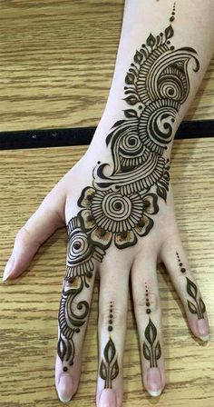Mehndi henna designs are always searchable by Pakistani women and girls. Women, girls and also kids apply henna on their hands, feet and also on neck to look more gorgeous and traditional. Easy Mehndi Designs, Henna Hand Designs, Dulhan Mehndi Designs, Latest Mehndi Designs, Mehndi Designs Finger, Mehndi Designs For Girls, Mehndi Designs For Beginners, Mehndi Design Photos, Wedding Mehndi Designs