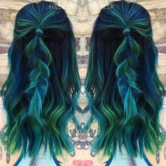 Bluish-greenish. Whatever, it looks amazing.