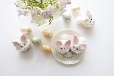 This is a cute tutorial on how to make adorable bunny cupcakes for your next spring or Easter party or gathering.