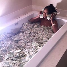 I am a money magnet Boujee Aesthetic, Bad Girl Aesthetic, Aesthetic Pictures, Rauch Fotografie, Fille Gangsta, Kash Doll, Money On My Mind, Gangster Girl, Bad And Boujee