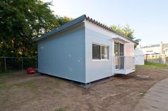 shigeru ban: earthquake relief shipping container houses