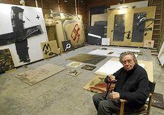Antoni Tapies en su taller