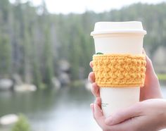 Happiest Starbucks Coffee Cup Cozy – Mama In A Stitch Coffee Cup Crafts, Coffee Cup Cozy, Double Seed Stitch, Crochet Coffee Cozy, Crochet Cozy, Chunky Crochet, Hat Crochet, Crochet Gifts, Crotchet