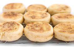 Muffins anglais au Thermomix,recette de délicieux petits pains rond et moelleux, facile à réaliser pour le petit déjeuner ou le goûter.