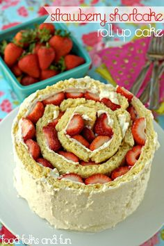 Strawberry Shortcake Roll Up Cake: a twist on the classic & much easier to make than it looks! #summerrecipe #summerdessert