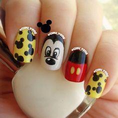 I am loving these Mickey Mouse nails! Love Nails, Fun Nails, Pretty Nails, Disney Nail Designs, Gel Nail Designs, Garra, Dark Color Nails, Disney Inspired Nails, Mickey Mouse Nails