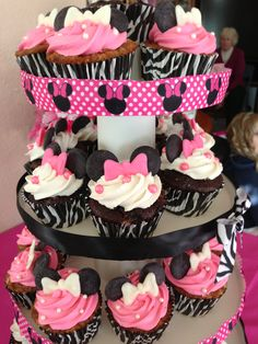 Minnie mouse cupcakes @Heather Creswell Allen