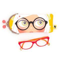 Etui lunette original, illustré visage à lunettes, fait-main avec fermoir clip en métal, cadeau pour femme, pour la fete des meres, 8x19 cm Clip, Sunglasses Case, Etsy, Mini Bag, Lobster Clasp, Unique Jewelry, Handmade, Face
