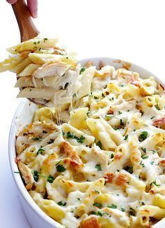 Chicken Alfredo Baked Ziti There's something about baked ziti recipes that are so comforting, yet classy at the same time. Chicken Alfredo Baked Ziti combines the best of both worlds. New Recipes, Cooking Recipes, Healthy Recipes, Recipes Dinner, Baked Ziti Recipes, Popular Recipes, Delicious Pasta Recipes, Simple Pasta Recipes, Healthy Foods
