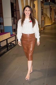 Sexy Outfits, Stylish Outfits, Fall Outfits, Itv Weather Girl, Hottest Weather Girls, Leather Dresses, Leather Skirts, Pencil Skirt Outfits, Pencil Skirts