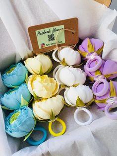 Hand made flowers for kids little girls. Gomas del pelo con flores hecho a mano para tocados infantiles. Резиночки для волос из фоамирана своими руками. https://www.instagram.com/floreshago_bcn/