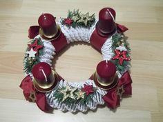 Christmas Table Settings, Diy And Crafts, Christmas Wreaths, Holiday Decor, Paper Basket, Candles, Paper Envelopes, Xmas, Manualidades