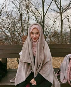 Setahunbaru: Hijab In Love With Ayana Moon Jihye Beautiful Hijab Girl, Beautiful Muslim Women, Girl Number For Friendship, Muslim Dress, Niqab, Hijab Fashion, Cool Style, Moon, Womens Fashion