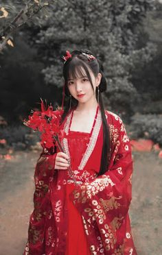 True Beauty and Get more on bookvl blogspot Chinese Traditional Costume, Traditional Outfits, Hanfu, Cheongsam, Cute Asian Girls, Beautiful Asian Girls, Traditional Hairstyle, Art Asiatique, China Girl