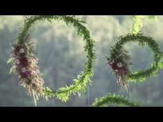50 Beautiful Hanging Floral Wedding Decoration Ideas - Beauty of Wedding Christmas Wedding Themes, Floral Wedding Decorations, Holiday Decor, Private Wedding, Floral Theme, Party Props, Big Day, Backdrops, Christmas Wreaths