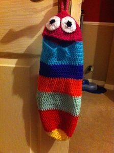 Clutter Eating Monster / Plastic Bag Holder – Eresin In Stitches Diy Plastic Bag Holder, Plastic Bags, Plastic Bag Crochet, Grocery Bag Holder, Crochet Monsters, Crochet Home, Crochet Kitchen, Crochet Dishcloths, Macrame Bag