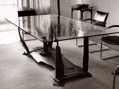 Tisch, Stahl geschnitten und gefügt mit Glasplatte, Oberfläche gebürstet und gewachst, Teilstück der Einrichtung einer Anwaltskanzlei