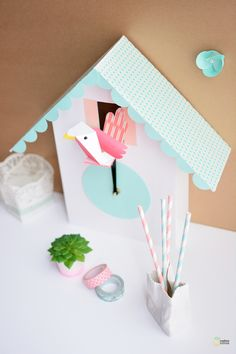 DIY paper cuckoo clock by Madame Citron Diy Projects To Try, Diy Crafts For Kids, Home Crafts, Diy Paper, Paper Crafts, Make A Clock, Papier Diy, Idee Diy, Paper Houses