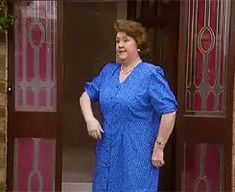 Keeping Up Appearances Gif British Humor, British Comedy, Appearance Quotes, Keeping Up Appearances, Tv Funny, Classic Comedies, Uk Tv, Keep Up, Cute Quotes