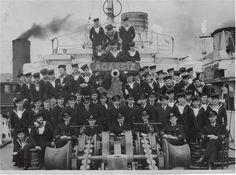 HMCS_AGASSIZ Crew