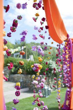 ideas for wedding indian sangeet hanging flowers Indian Wedding Receptions, Hindu Wedding Ceremony, Wedding Mandap, Temple Wedding, Wedding Stage, Diy Wedding, Hindu Weddings, Wedding Ideas, Dream Wedding