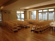 A Japanese Kindergarten teacher has less fidgety kids because of these seats... Stokke tripp trapp chairs