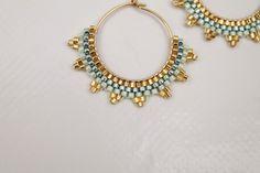 Beaded Earrings Patterns, Handmade Jewelry Designs, Diy Earrings, Beaded Bracelets, Seed Bead Jewelry, Bead Jewellery, Seed Bead Earrings, Jewellery Showroom, Jewellery Storage