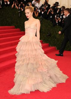 Suki Waterhouse Might've Just Won Tonight: We're suckers for ball gowns and girlie, floating layers, and Suki Waterhouse got both right tonight at the Costume Institute Gala.