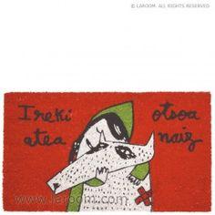 """Laroom - Felpudo rojo """"atea"""" suela vinilo - Laroom diseña y fabrica productos para el hogar y la vida - www.laroom.com Snoopy, Fictional Characters, Home Decor, Anna, World, Red, Green, Bathroom Curtains, Original Gifts"""
