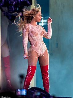 Beyonce shows off her incredible curves in two VERY daring outfits Beyonce Show, Beyonce And Jay Z, Beyonce Costume, Wedding Bodysuit, Divas, Beyonce Knowles Carter, Thing 1, Fall Outfits For Work, Modeling